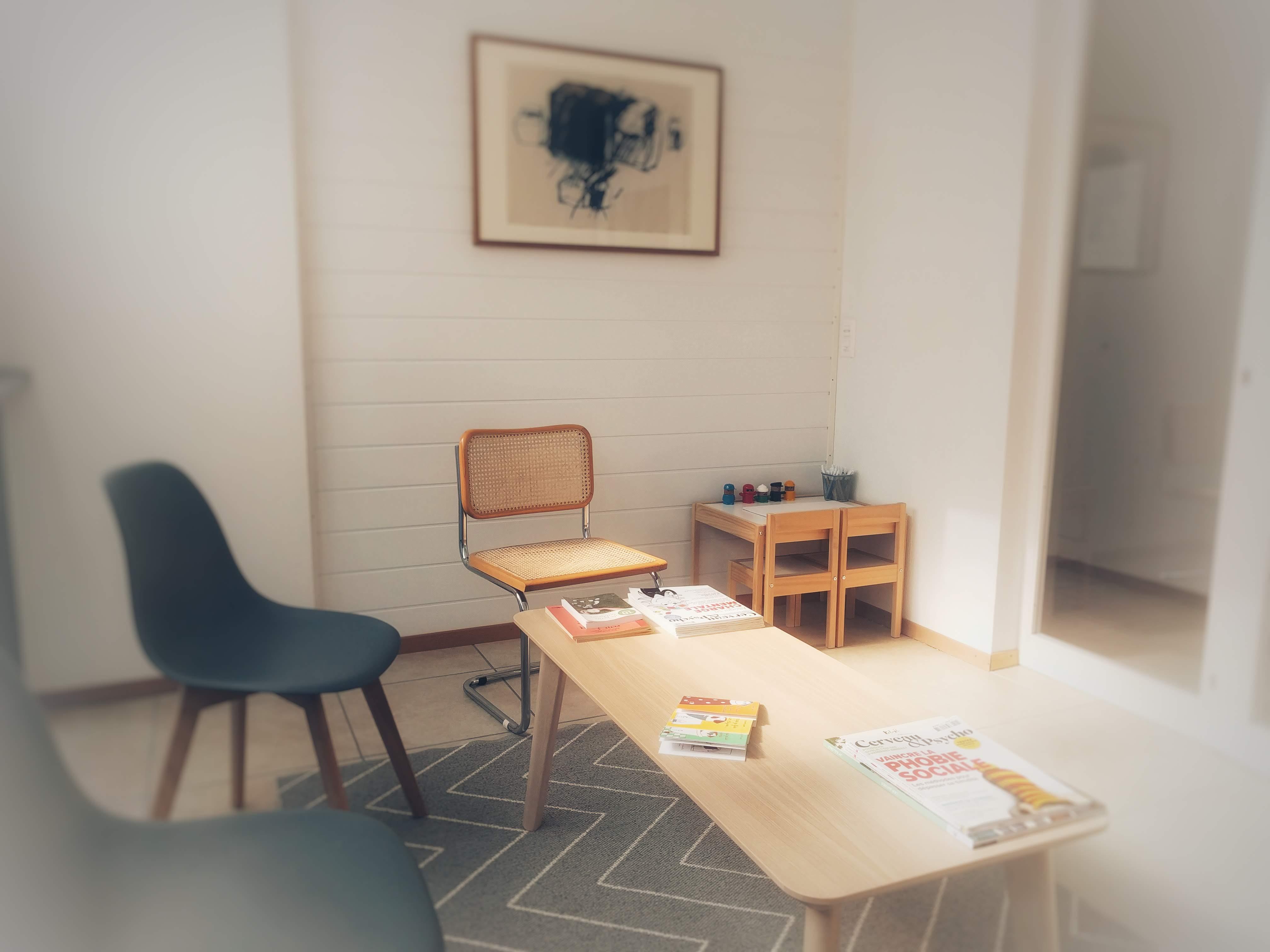 Photo de la salle d'attente du cabinet Psychologie JA à Fribourg